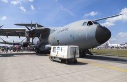 Tysk flygbuss A 400 M ställningar på flygplats Royaltyfri Foto