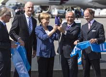 Tysk kansler Angela Merkel, turkisk minister av transport Lutfi Elvan och vdherr Christian Arkivfoto