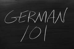 Tysk 101 på en svart tavla Arkivfoton