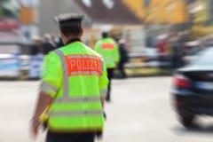 Tysk polis på gatan Arkivfoto
