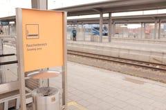 Tysk som röker område Fotografering för Bildbyråer