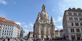 Tysk stad Dresden med kyrkliga Frauenkirche arkivfoto