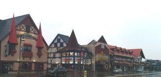 Tysk-stil byggnader i i stadens centrum Wisconsin Dells fotografering för bildbyråer