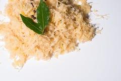 Tysk surkål med nejlikor och lagad mat peppar Royaltyfri Bild