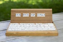 Tysk text: Kein bockölauf Schule Arkivbild