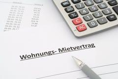 Tysk uthyrnings- överenskommelse - Mietvertrag Wohnung - i tysk Arkivbild