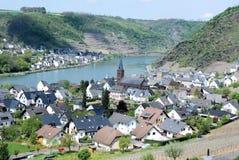Tysk vinby av Alken, Mosel dal, Eifel, Tyskland Royaltyfri Fotografi