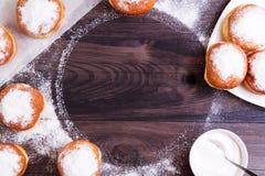 Tyska donuts - berliner ordnat som ram Royaltyfri Bild