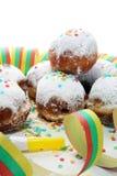 Tyska donuts med driftstopp och florsocker Karneval pudrade socker lyftta donuts royaltyfri fotografi