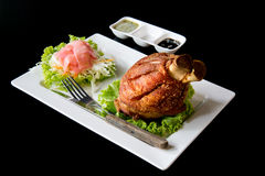 Tyska grisköttHocks med sås Arkivbilder