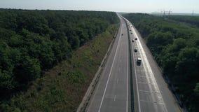 Tyska motorways som ses från över, bilkörning arkivfilmer