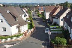 Tyska trädgårdar för hus för stadsförortväg Royaltyfria Foton
