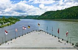 Tysken tränga någon i Koblenz Arkivbild