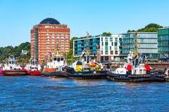 Tyskland-, Hamburg horisont och flod Elbe royaltyfria bilder