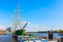 Tyskland Hamburg Landungsbruecken hamn royaltyfri bild