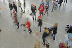 Tyskland Munich, passagerare på järnvägsstationen royaltyfria bilder
