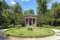 Tyskland Potsdam, parkerar Sanssouci, sikten av mausoleet arkivfoton