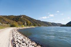 Tyskland Rhineland, sikt av småstadmausslotten Royaltyfri Bild