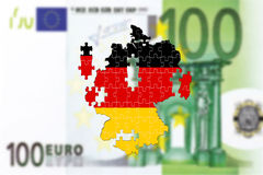Tyskland som ifrån varandra faller på bankote för euro 100 Royaltyfria Foton