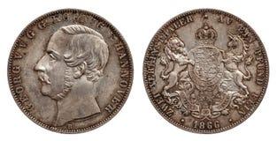 Tysklandtyskminted silvermynt 2 den dubbla thaleren Hannover för två thaler 1866 som isolerades på vit bakgrund arkivfoton