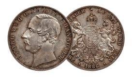 Tysklandtyskminted silvermynt 2 den dubbla thaleren Hannover f?r tv? thaler 1866 som isolerades p? vit bakgrund royaltyfri bild