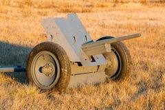 Tyskt Anti--behållare vapen Pak 36 i fält Arkivfoto