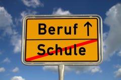 tyskt arbete för vägskolatecken Arkivfoton