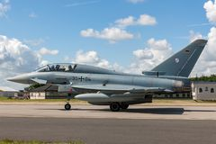 Tyskt flygplan för jaktflygplan för flygvapenLuftwaffe Eurofighter EF-2000 tyfon Royaltyfria Bilder