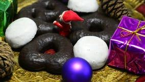 Tyskt julbageri på vändtabellen stock video