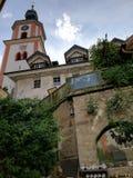 Tyskt kyrkatorn från att intressera perspektiv royaltyfria foton