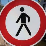 Tyskt område för gångare för trafiktecken Royaltyfria Foton