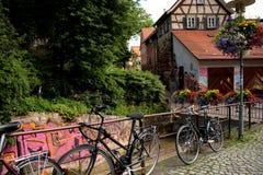 Tyskt stilhus med främsta cyklar Arkivbild