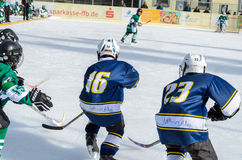 Tyskungar som spelar ishockey Royaltyfria Bilder
