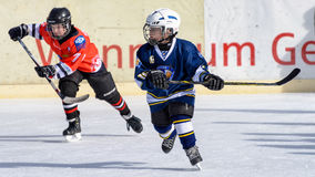 Tyskungar som spelar ishockey Royaltyfria Foton