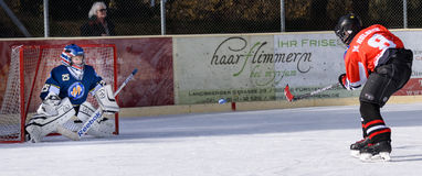 Tyskungar som spelar ishockey royaltyfri bild
