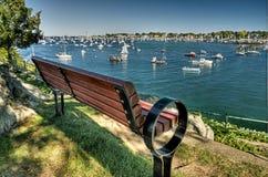 Tyst bänk som förbiser hamnen Fotografering för Bildbyråer