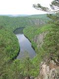 Tyst flod i kanjon Arkivbilder