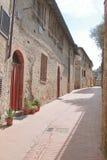 Tyst gata av den forntida staden av San Gimignano Royaltyfri Fotografi