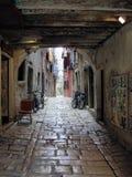 Tyst gata i den gamla staden arkivbild