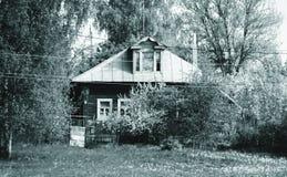 Tyst landshus fotografering för bildbyråer