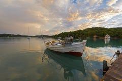 Tyst liten vik på Porto-Heli, Peloponnese - Grekland Fotografering för Bildbyråer