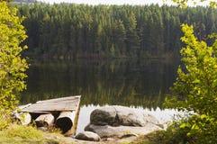 Tyst sjö och reflexioner Royaltyfria Bilder