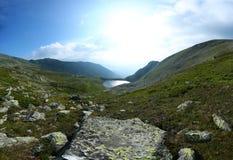 Tyst sjö på maximumet av berg Royaltyfri Bild