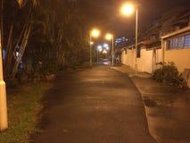 Tyst spår på natten, Singapore Royaltyfria Foton