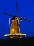 tyst windmill för natt Arkivfoton