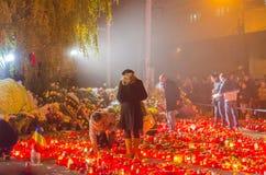 Tysta marschen i minne av offer från den Colectiv klubban Arkivbild