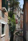 Tystnad charmig kanal, Venedig, Italien Royaltyfria Bilder