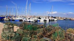 Tystnad och fridfull yachtport och fiskehamn arkivbilder