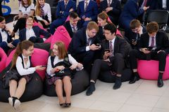 Tyumen, Ρωσία, 10 11 2018 Φόρουμ των καινοτόμων τεχνολογιών Επιστήμονες, πολιτικοί και επιχειρηματίες επικοινωνίας Μαθητές και στοκ φωτογραφία με δικαίωμα ελεύθερης χρήσης