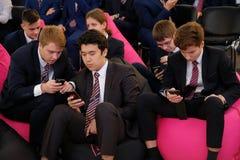 Tyumen, Ρωσία, 10 11 2018 Φόρουμ των καινοτόμων τεχνολογιών Επιστήμονες, πολιτικοί και επιχειρηματίες επικοινωνίας Μαθητές και στοκ φωτογραφίες